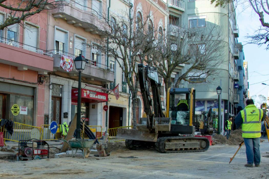 Praça 8 Maio - Obras na zona histórica revelam património único.